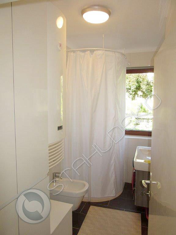 duschvorhangstange f r viertelkreis duschwanne oder bodenebene behindertengerechte dusche. Black Bedroom Furniture Sets. Home Design Ideas